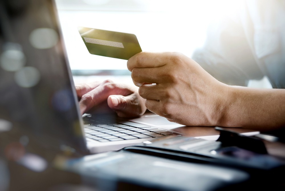 https://www.pymnts.com/news/retail/2017/fti-us-ecommerce-to-pass-1t-by-2027/