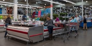 Costco reintroduces self-checkout